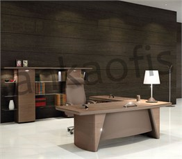 Radius Executive Desk
